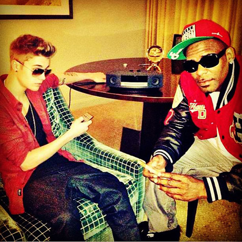 Justin bieber and r kelly are teaming up and making a new for R kelly bedroom boom