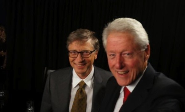 best selfies of 2013 - bill clinton and bill gates