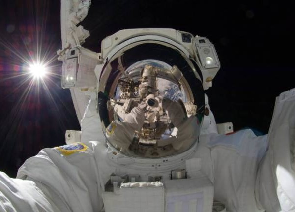 best selfies of 2013 - awesome astronout