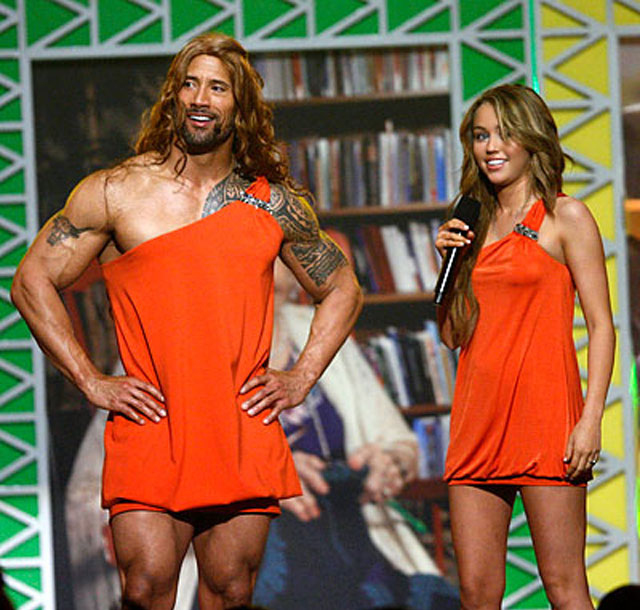 kca-dwayne-johnson-dressed-as-miley-cyrus