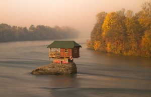 20+ Little Lonely Houses For The Solitary Soul