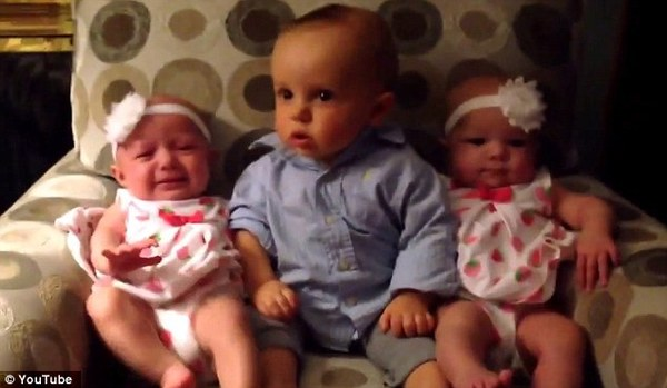 baby meets twin sisters for the first time
