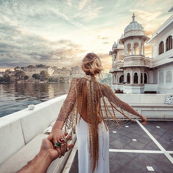 Murad Osmann leading girlfriend 10