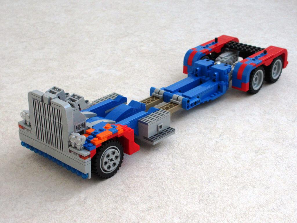 LEGO Optimus Prime 4