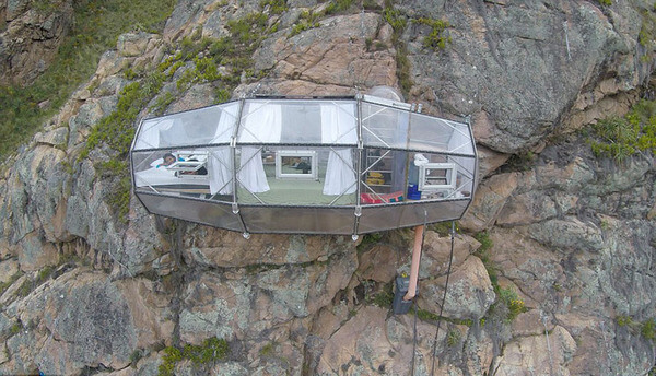 suspended pod hotel 10