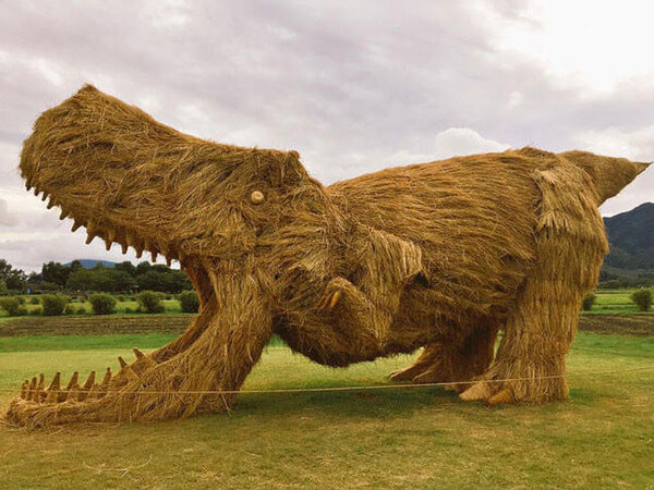 amazing dinosaur sculptures from straw 6