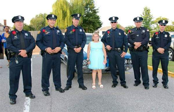 policemen attend father daughter dance with girl 1