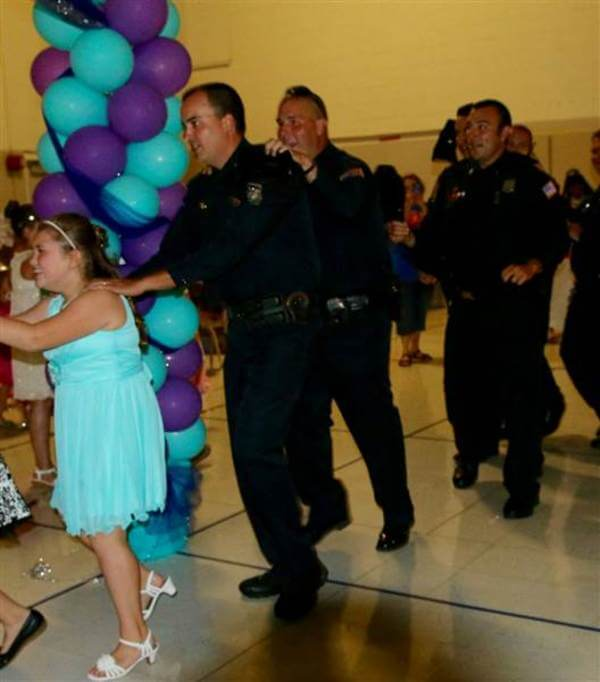 policemen attend father daughter dance with girl 4