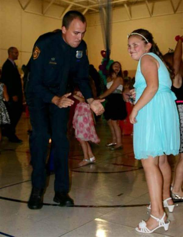 policemen attend father daughter dance with girl 6