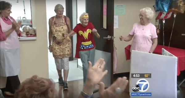 103-Year-Old Volunteer Celebrates Her Birthday By Wearing  a Wonder Woman Costume 2