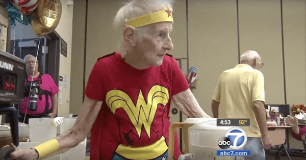 103-Year-Old Volunteer Celebrates Her Birthday By Wearing  a Wonder Woman Costume 3