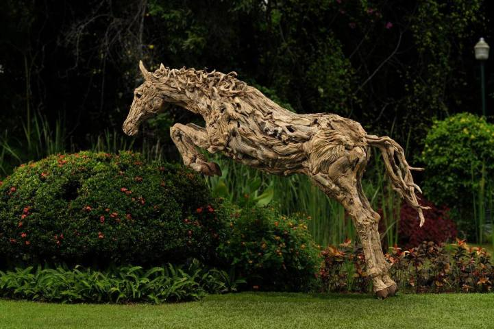 Stunning Sculptures Of Moving Animals 1