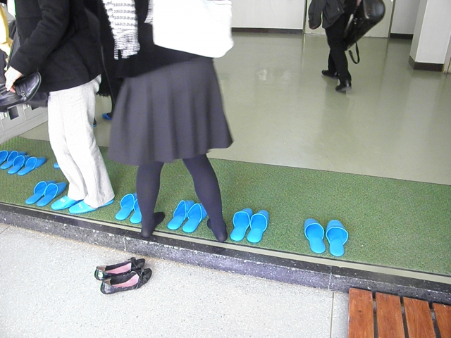 Why Do Japanese Students Take Off Their Shoes in School 8