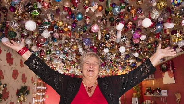 woman decks her ceilings with more than 2,000 ornaments 1