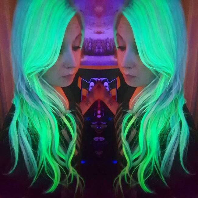 glows in the dark hair 15