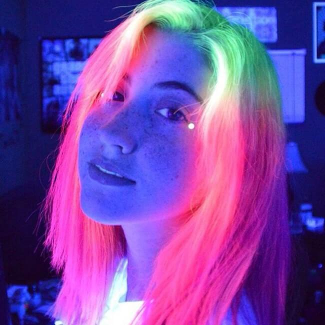 glow in the dark hair 3