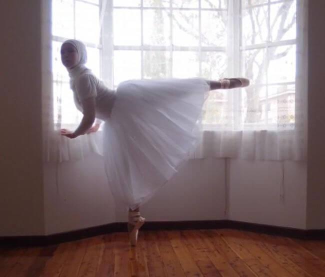 Teen Muslim Hijab-Wearing Ballerina 3