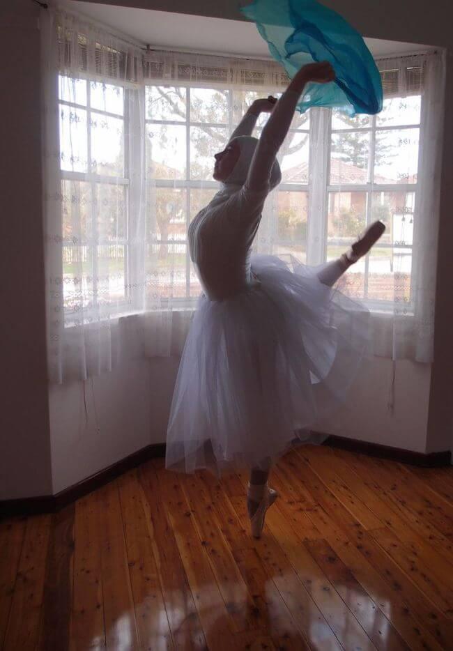 Teen Muslim Hijab-Wearing Ballerina 4