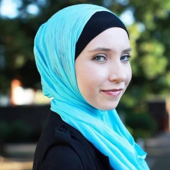 Teen Muslim Hijab-Wearing Ballerina 2