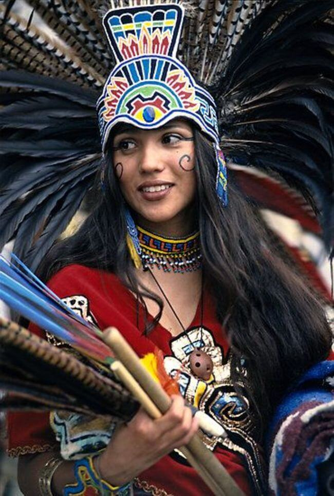 aztec women Women's lives in aztec culture originally, women wove and worked only for  their families, but as chiefdoms and small kingdoms developed, the local rulers.