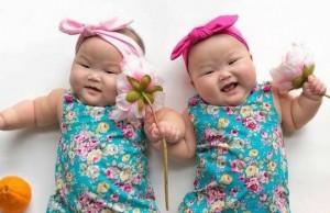 adorable twin babies photos feat (1) (1)