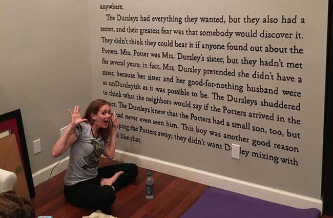 Harry Potter Book Quotes And Page Numbers : J k rowling fan paints huge harry potter wall murals in