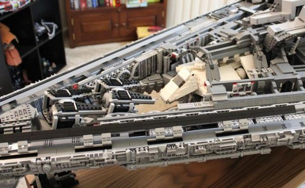 Incredible 70 Pound LEGO Star Destroyer 10 (1)