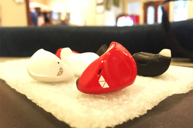 in Ear device Translates Foreign Languages in Real Time 3