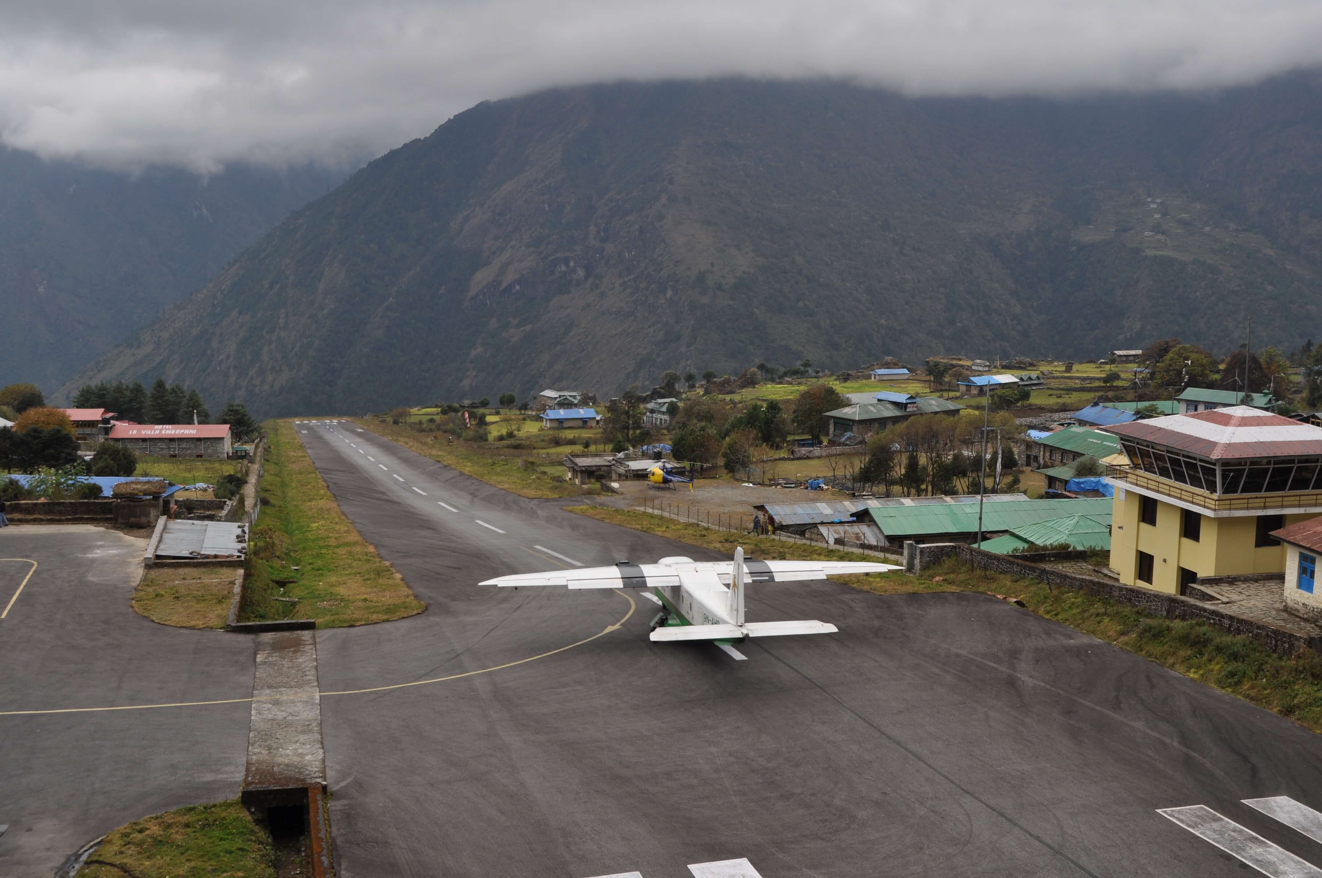 theawesomedailycom-lukla_city- MOST EXTREME AIRPORTS IN THE WORLD