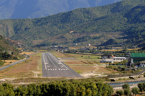theawesomedailycom-paro_airport-5718b9c39a73a (1)