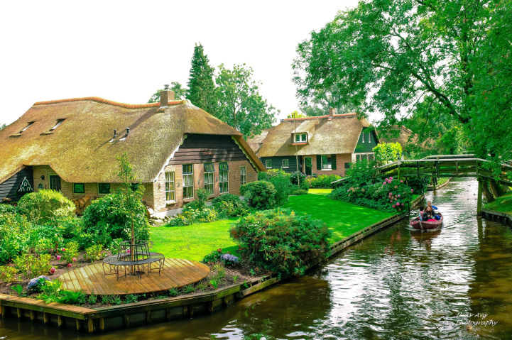 Check Out Giethoorn Holland The Village With No Roads And