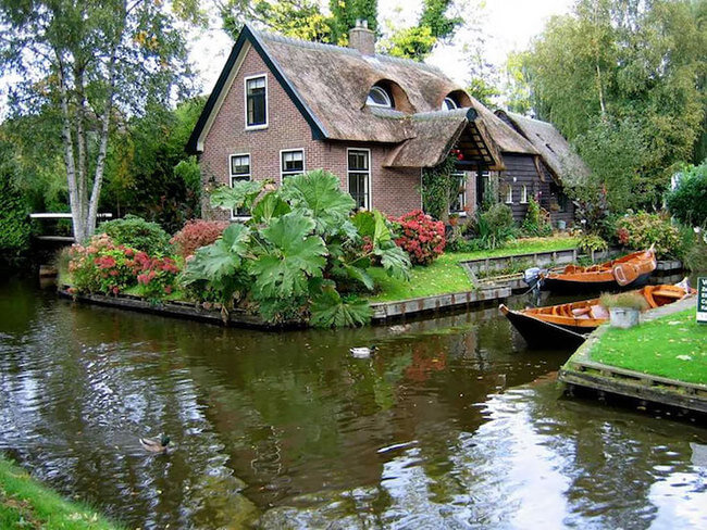 giethoorn holland village on canals 4