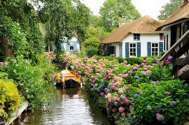 giethoorn holland village on canals 1