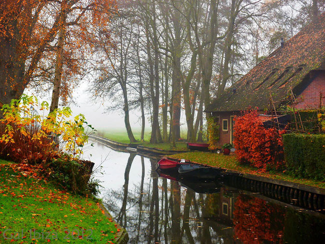 giethoorn holland village on canals 9