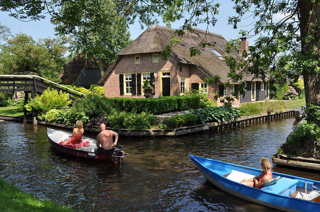 giethoorn holland village on canals 3