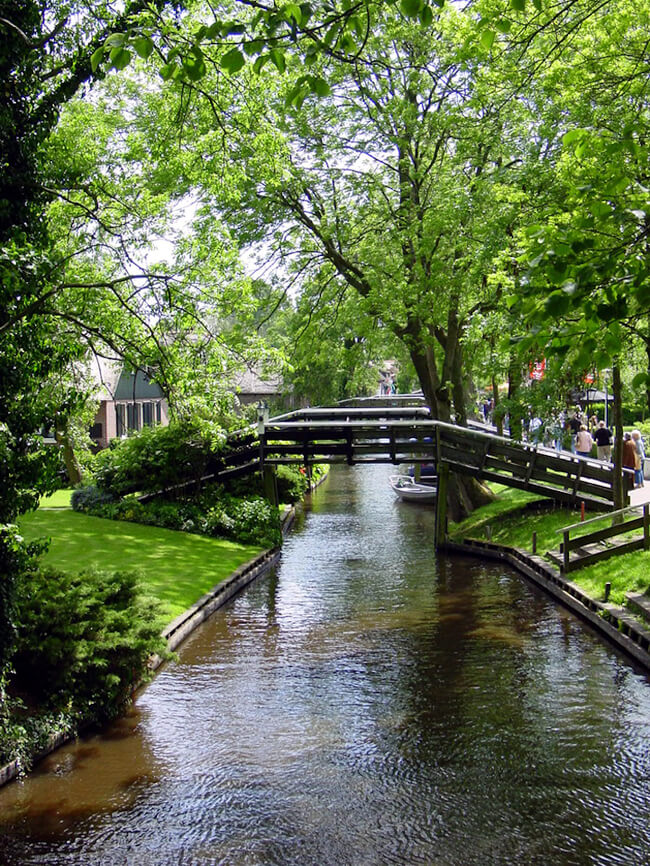 giethoorn holland village on canals 6