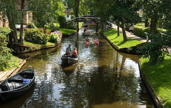 giethoorn holland village on canals 5