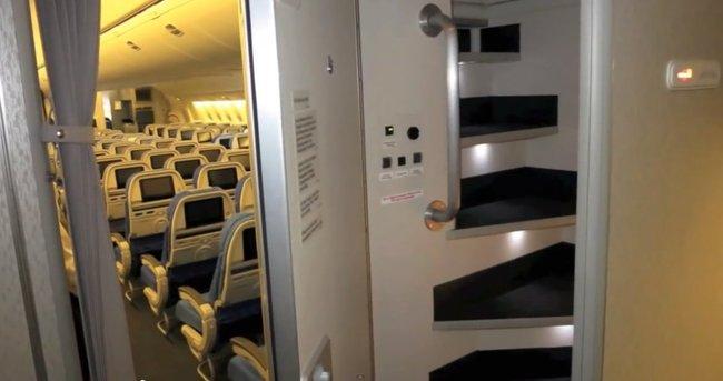secret airplane bedrooms 3