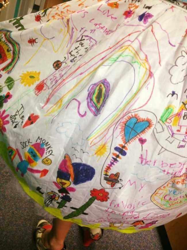 teacher wears dress made of kids art work 7