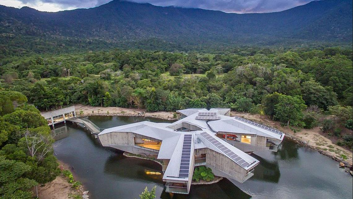 Awesome House Looks Just Like The Millennium Falcon And Is ...