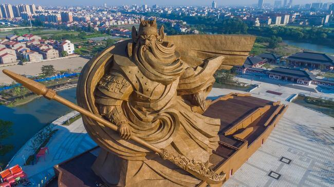 1,320-ton sculpture of Chinese God of war 2