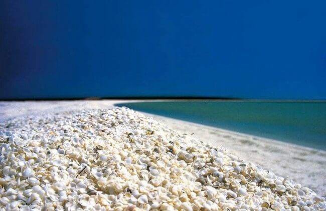 Unusual Beaches Around the World 3
