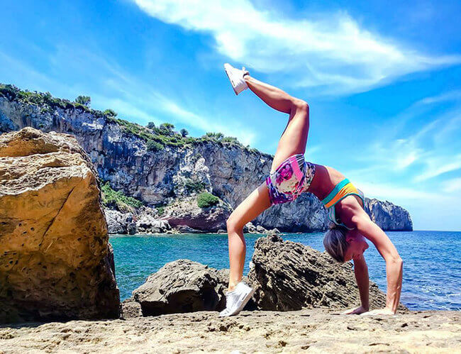 Swedish pilot does yoga around the world 3