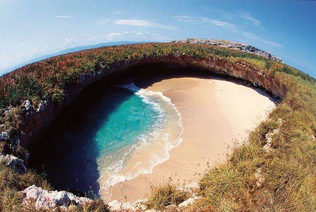 Unusual Beaches Around the World 6