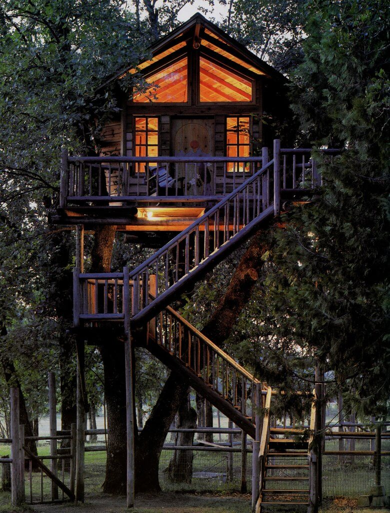 39 amazing tree houses everyone wished they had growing up for Amazing houses