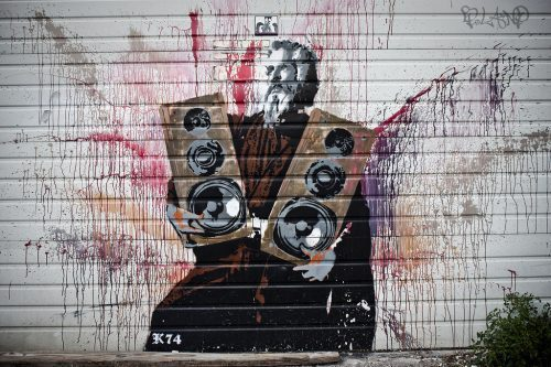 awesome images - jesus holding speakers