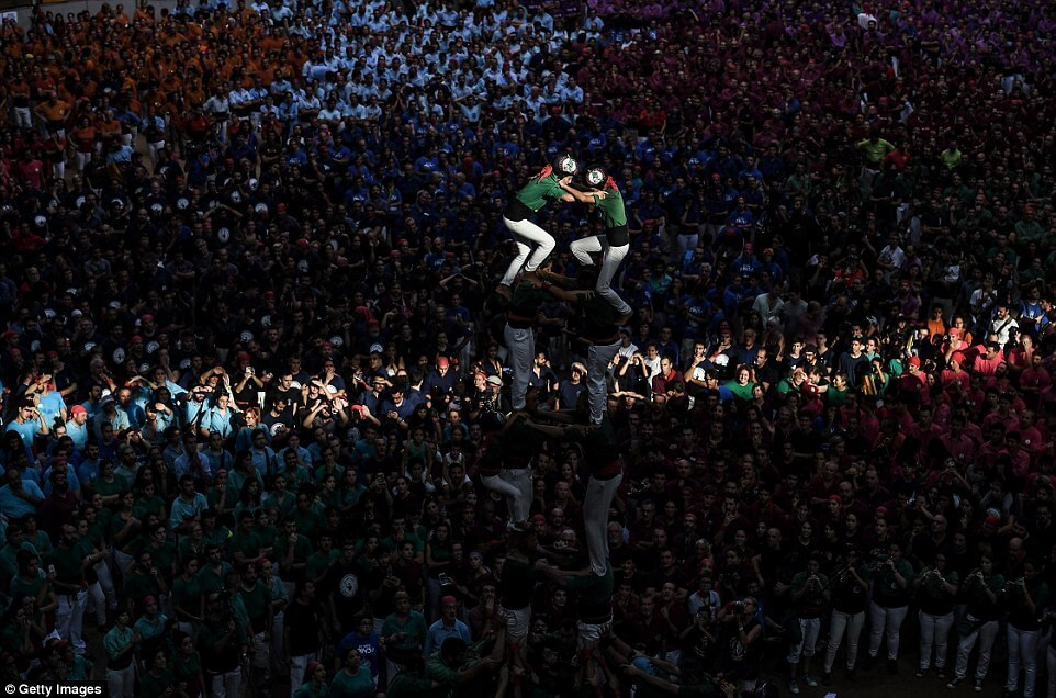 the highest human tower 25 (1)