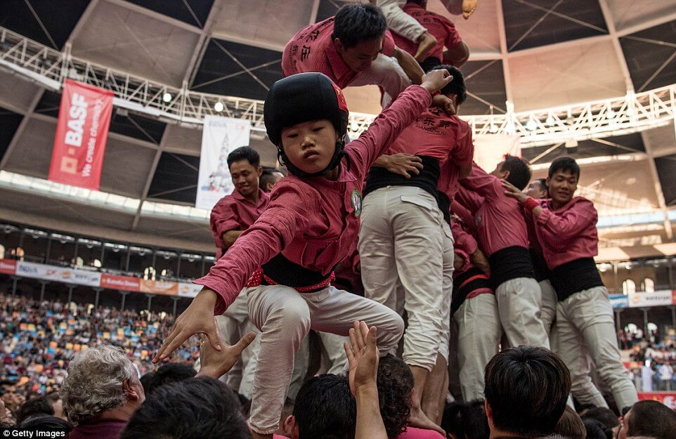 the highest human tower 28 (1)
