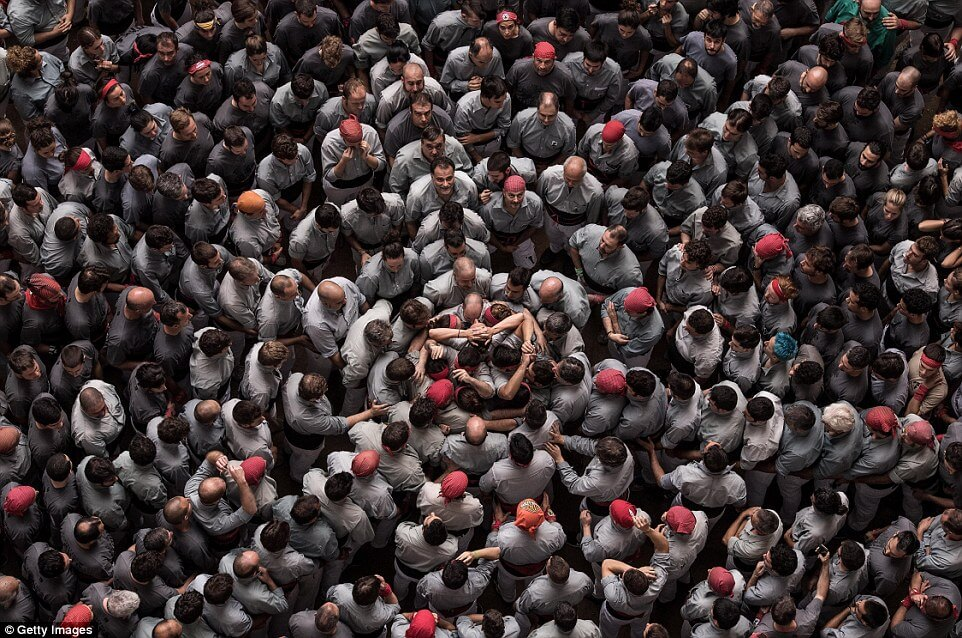 the tallest human tower 32 (1)