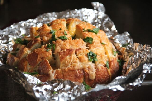 cheesy garlic bread recipe 3 (1)